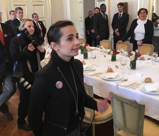 Cyrielle-Francois-presente-le-label-au-president-de-la-republique