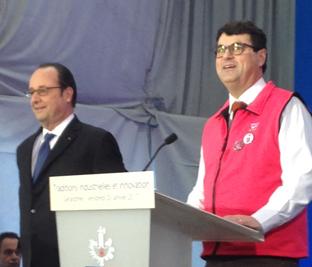 Paul-de-montclos-commence-son-discours-d-accueil-au-Président-de-la-Republique-avec-son-gilet-Vosges-terre-textile