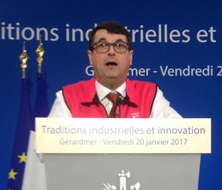 Paul-de-montclos-remercie-les-200-salariés-qui-se-sont-mobilisés-pour-Vosges-terre-textile-et-la-venue-Présidentielle