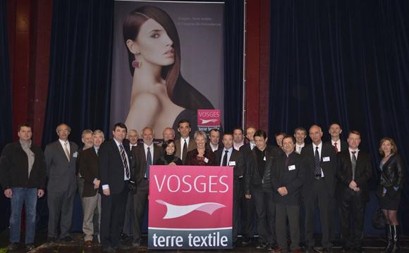25-entrepreneurs-posent-pour-lancer-le-label-vosges-terre-textile