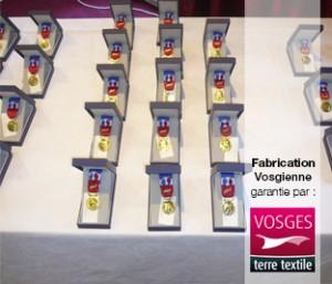 Remise-de-medialles-chez-le-fabricant-Blanc-des-Vosges-labellisé-Vosges-terre-textile-le-label-de-la-fabrication-locale-et-responsable