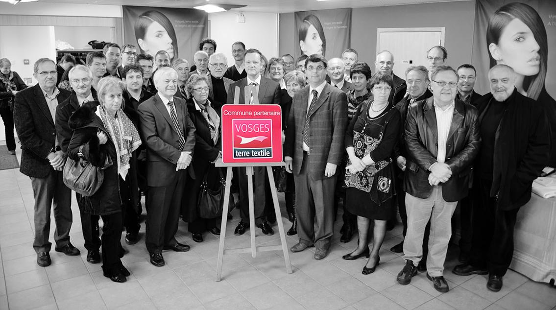 les-maires-demontrent-leur-soutien-au-label-Vosges-terre-textile-a-travers-des-panneaux-communes-partenaires-label-made-in-France-Fabrication-Vosges