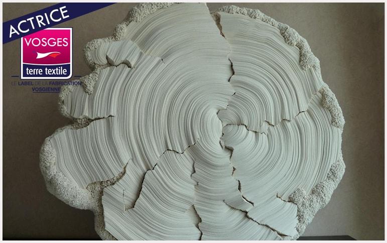 Tenthorey transformation des calicots en oeuvre d'art par la sculptrice de tissus vosgienne Simone Pheulpin entreprise textile savoir faire made in vosges