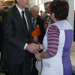 arnaud-montebourg-felicite-linitiative-vosges-terre-textile-fevrier-2014-24