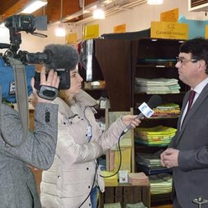 arnaud-montebourg-felicite-linitiative-vosges-terre-textile-fevrier-2014-32